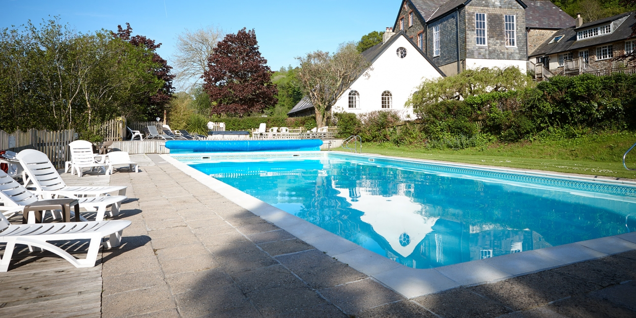 Tuckenhay outside pool